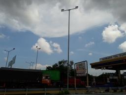 Proyek Pemasangan Lampu LED di Tol Perak Surabaya