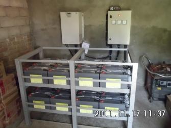 Pemasangan Baterai pada PLTS Terpusat
